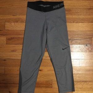 Nike Women Pro Capri Leggings